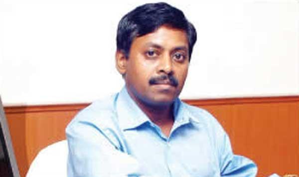 http://www.vinavu.com/wp-content/uploads/2010/07/uma-shankar-ias.jpg