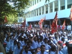 குஜராத்: ஜி எம் தொழிலாளர்களை ஒடுக்கும் மோடியும் முதலாளிகளும்!