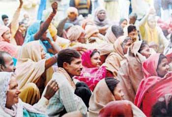 கிராமப்புற விவசாயிகள் உணவு உரிமை கேட்டு கடந்த ஆண்டு நவம்பரில் டெல்லியில் நடத்திய ஆர்ப்பாட்டம்