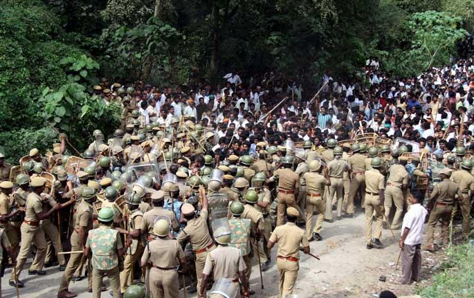 ஒருமைப்பாட்டை சிதைத்து விடாதீர்கள்! Mullai-periyar-protest-pic-1