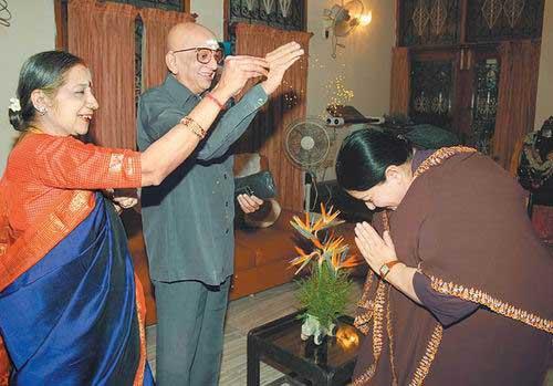 ராஜகுரு ராமஸ்வாமி அய்யரிடம் ஆசி