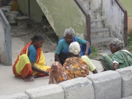 செம்மஞ்சேரி பெண்கள்