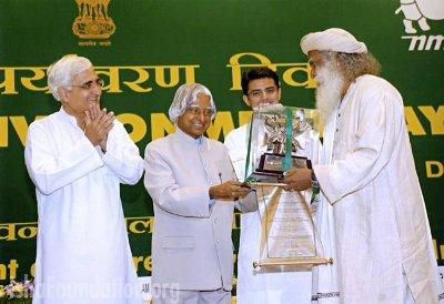 ஈஷாவுக்கு விருது