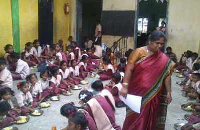 சிதம்பரம் நகராட்சி பள்ளியின் தலைமையாசிரியை பத்மினி