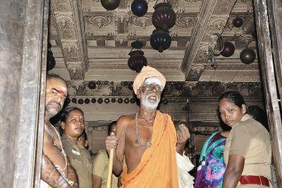 சிதம்பரம் நடராசர் கோயிலில் சிவனடியார் ஆறுமுகசாமி