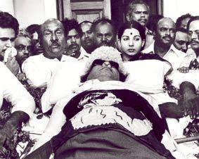 எம்.ஜி.ஆர் கவர்ச்சி அரசியல்
