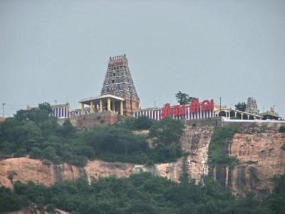 அதே ஊர், அதே கோவில்..ஆனால் அப்போது போராடிய மக்கள் இப்போது ரசிக்கிறார்கள்!