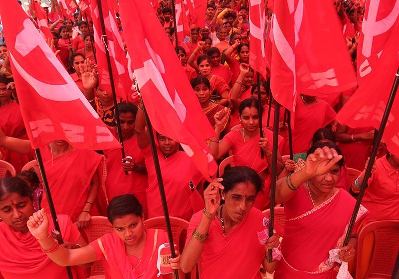 பெங்களுரில் பல்வேறு தொழிற்சங்களை சார்ந்த பெண்கள் ஒன்றுக்கூடி மே தின பேரணி நடத்தினர்.
