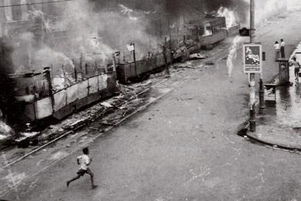 CPI ன் மாணவர் பிரிவு 1962ல்  பங்கேற்ற டிராம்ப் எரிப்பு போராட்டம்.