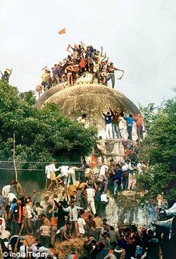 டிச 6 1992 ல் நடைபெற்ற பாபர் மசூதி கர சேவர்களால் இடிக்கப்பட்டது