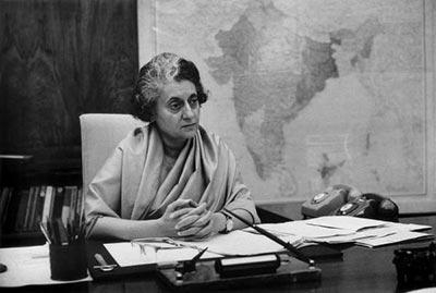 1969-இல் இந்திரா காங்கிரசு அரசு சிறுபான்மையான போது, சி.பி.எம் அதை ஆதரித்துக் காப்பாற்றியது.