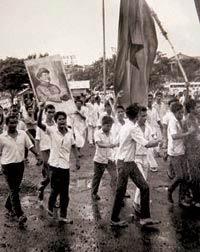 மேற்கு வங்கத்தில் ஏற்பட்ட நக்சல்பாரி எழுச்சியில் பங்கேற்ற இளைஞர்கள்