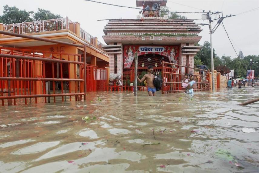 அலகாபாத்- கங்கை நதி வெள்ளத்தில் மூழ்கிய கோயில்