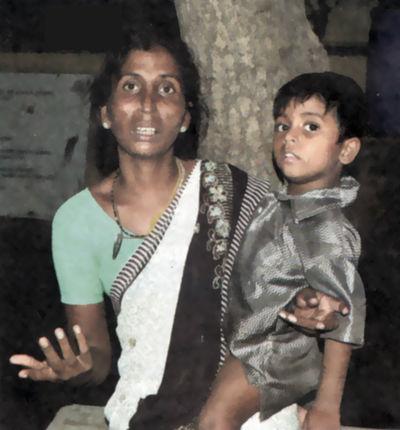 கைக்குழந்தை விஜயுடன் மருதாயி