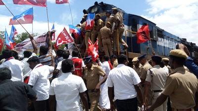 cauvery-issue-dharmapuri-rail-roko-agitation-6
