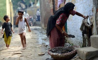சமுதாயத்திற்கு அவசியமான இழிவான தொழில்களைச் செய்து வந்தவர்களைச் சண்டாளர்கள் என்று அழைத்தது