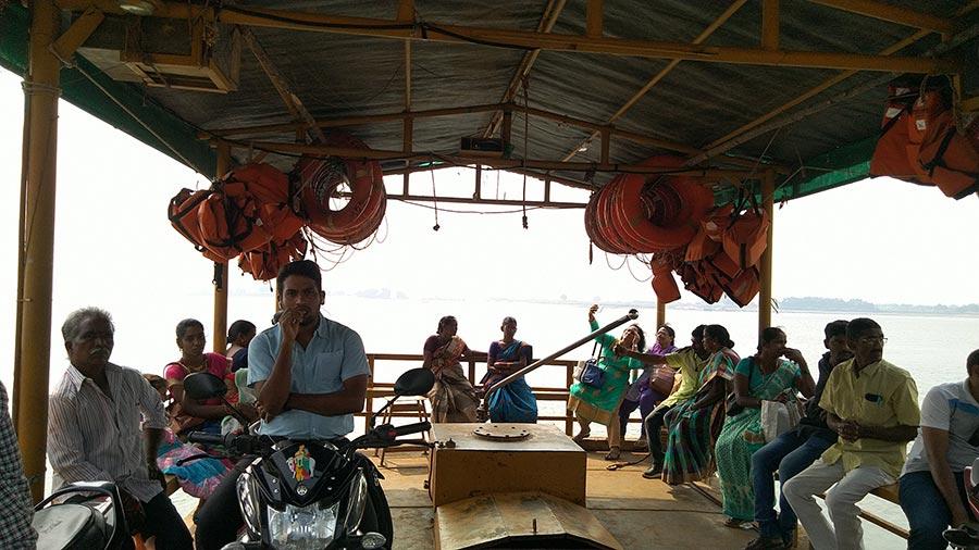 கோதாவரி படகு