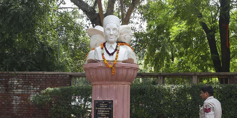 savarkar Busts Delhi University
